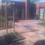 tuinbestrating met nieuwe pergola